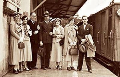 Um elegante grupo de passageiros já na década de 30.