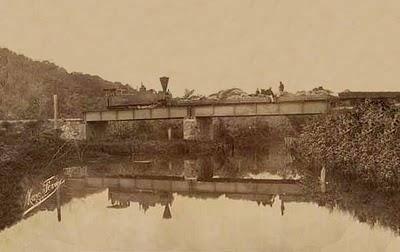 Pontes do mais puro aço importadas da Inglaterra, são cuidadosamente montadas nos profundos grotões da montanha