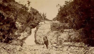 Prováveis visitantes ilustres às obras aproveitam para caçar. Seriam D. Pedro II e seu genro o Conde D'Eu.
