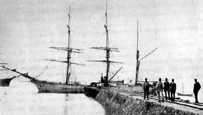Embarcação no primitivo porto de Paranaguá