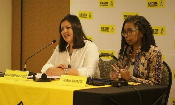 A diretora da Anistia Internacional para as Américas, Erika Guevara-Rosas (à esquerda), e a diretora executiva da Anistia Internacional Brasil, Jurema Werneck ( à direita)